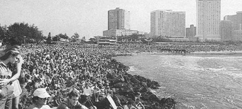 Throngs crowd Durban's Bay of Plenty for a Gunston 500 Event in the mid 70's..