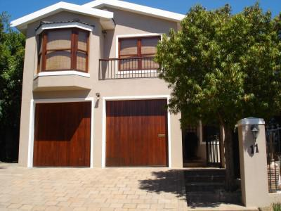 LARGE FAMILY HOME IN VERGESIG, DURBANVILLE