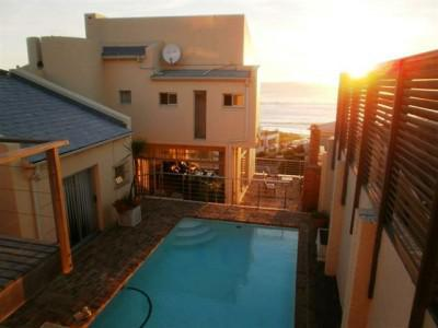 Magnificent Bloubergstrand house full of charm and character