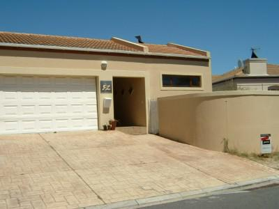 Cosy three bedroom home in Parklands, Blouberg