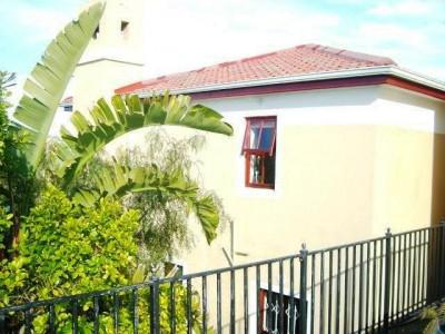 Cosy Duplex with views of Durbanville Hills.