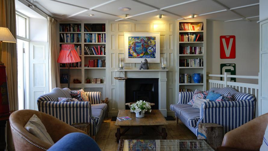 5 ways to revamp your decor using a furniture upholsterer