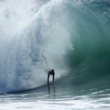 Surfers test their mettle on 6m waves