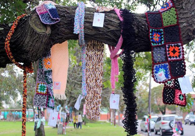 COLOURFUL : Scarves hang from trees in St James and St Georges Roads, Southernwood. A tag on each scarf says: 'I'm not lost! If you are cold and need me, please take me. Love 67 Blankets for Mandela Day'Picture: ZETHU MTAMBEKA