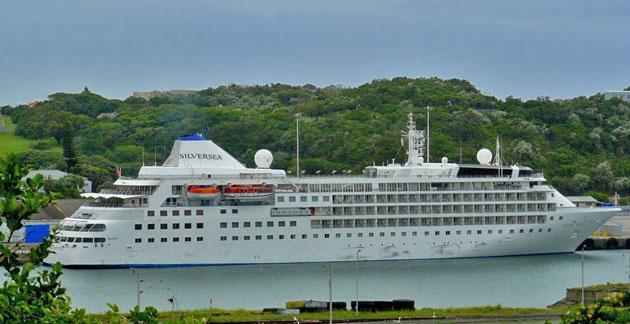 Cruise Liner 'Silver Wind' in EL Harbour - Rod Bally