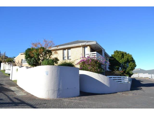 3 Bedroom townhouse for Sale in Beacon Bay