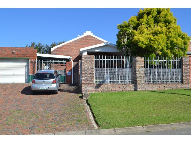 2 Bedroom House for Sale in Beacon Bay