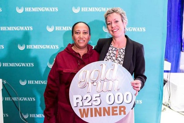 R25 000 CASH winner - Chantel  Fritz (publicity release signed); Jenny Mabaso – Hemingways Casino VIP Services Manager