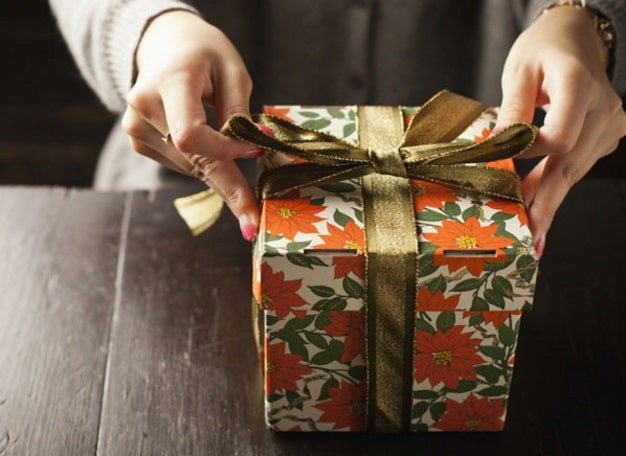 CRO_Holiday_Woman_wrapping_Gift_2014