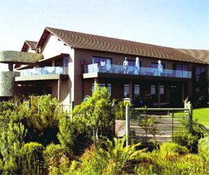 Simola's large clubhouse and hotel complex is an impressive structure, with huge glass windows opening to a spectacular view of the Knysna Heads.