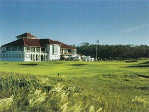 The iconic white clubhouse at Humewood is visible from most parts of the course and is home to one of the best 19th holes in the country.