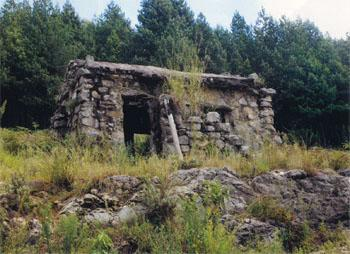 One of the well presereved digger huts dating from the time when gold was mined in the hills surrounding Kaapsehoop