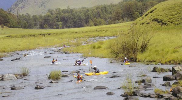 The DRAK is highly sought after title and the creme de la creme of South African river marathoning were on the starting line all eyeing out the new world champion Hank McGregor, who had won the last two editions of this race. Hank versus Len Jenkins, and Grant Van Der Walt, and Ant Stott, and, and ...