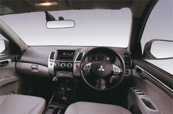 The Mitsubishi Pajero Sport's interior looks classier than that of the Fortuner. Since this is a bakkie-based SUV, however, it is still pretty basic. You'll find a lot of similarities between the Pajero Sport's cabin and that of the Triton.
