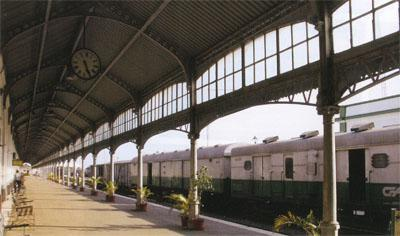 The well preserved platform at Maputo's train station. Paul Kruger walked down this platform when he arrived here in September, 1900. He spent a month in Delagoa Bay (Maputo) before leaving for Europe on the Dutch ship, the Gelderland. In the eyes of most of Europe, Paul Kruger and his little Boer nation were heroes for taking on the might of the British Empire.