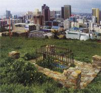 An unidentified grave in Tana Baru, overlooking the skyscrapers of Cape Town.