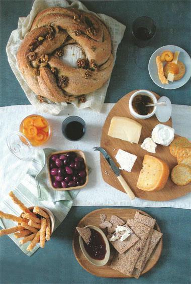 Camembert rosemary bread wheel with honey walnuts