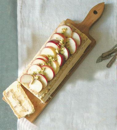 Pistachio dacquoise with masearpone and peaches