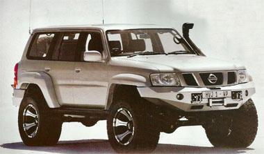 One of Maniac's best-known projects: a big lump of Nissan Patrol with oversized wheels, big suspension and, well, big everything. Insert: Habanera, the hybrid Range Rover, showing off its articulation, with a friend of Maniac serving as reference to the actual size of the machine, and the flex of the suspension.