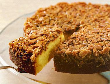 Toscakaka (caramel almond cake)