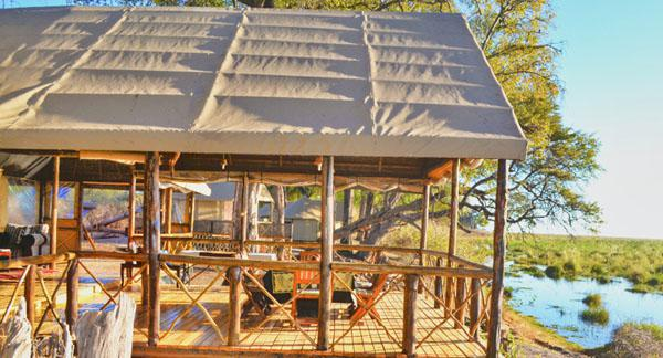The Camp Linyanti breakfast and viewing deck
