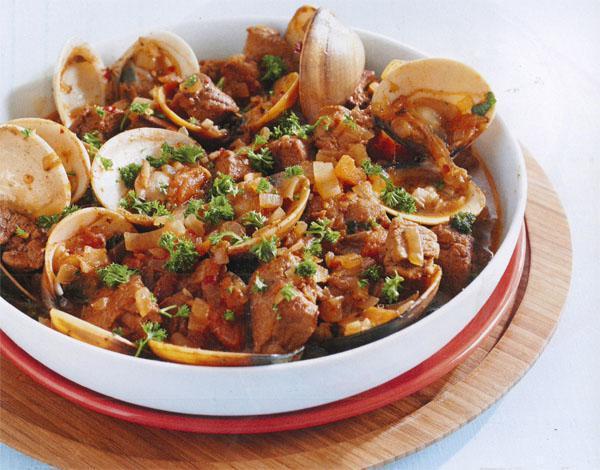 Carne de porcoà alentejana (pork and clam dish)