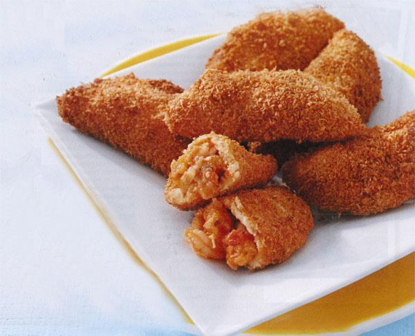 Rissóis de camarãao or rissóis de chorizo. (prawn or chorizo pies)