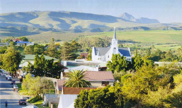 The agricultural town of Heidelberg at the foot of the Langeberg mountains is clustered around the graceful Gothic-style Dutch Reformed Church