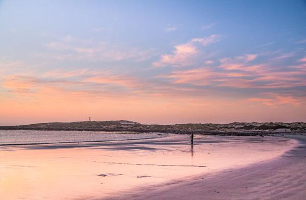 But Tyson and I preferred to head back into Hondeklipbaai to grab a sundowner at the Dop & Kreef restaurant on the town's main beach. Tyson took this shot of their spectacular view.