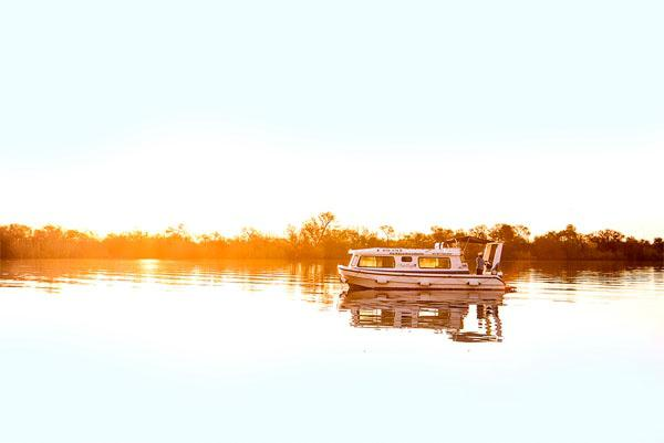 Our November cover image, of one of Old Willow Houseboat's fleet of nine Leisureliners