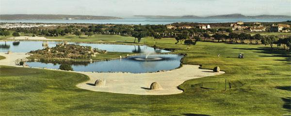 At just 328m, Langebaan's par-four 10th plays around the dam, and is a great risk and reward hole. Bigger hitters will go over the edge of the dam to leave a short approach in.