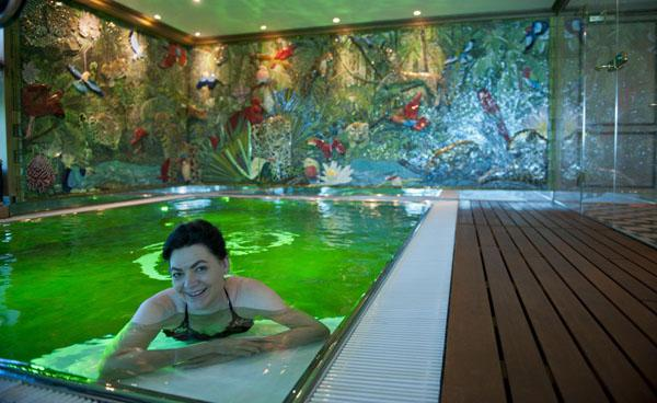 Watch rural France drift by as you wallow in the SS Catherine's indoor swimming pool.