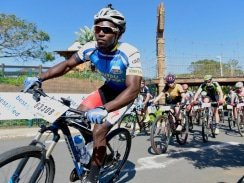 Caption: Winner Lindani Shusha, of Port Shepstone, leads the bunch at the start of the 40km race in the Bestmed Wild Coast Sun MTB Classic near Port Edward in KwaZulu-Natal today. Photo: Julian Carelsen