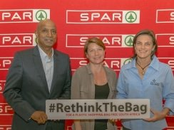 CAPTION: At the launch of the SPAR Eastern Cape Plastic Bag campaign at the Boardwalk Convention Centre in Port Elizabeth last night were (from left) SPAR EC managing director Conrad Isaac, Dr Lorien Pichegru of the Nelson Mandela University Zoology Department and Hayley McLellan of the Cape Town Two Oceans Aquarium. Photo: Leon Hugo/SPAR Eastern Cape
