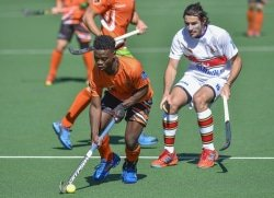 CAPTION: University of Johannesburg's Andile Ndlovu, challenged here by UP-Tuks player Bradley Sherwood, will be a key member of the squad when they defend their University Sport South Africa men's hockey title in Bloemfontein from July 2 to 6 Picture: Saspa