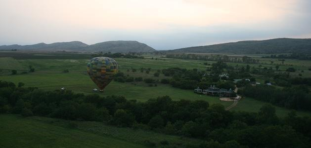 Dawn breaks over Skeerpoort as Bill Harrop's Hot Air Balloons rise with the sun.