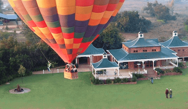 "Bill Harrop's ""Original"" Balloon Safris Clubhouse"