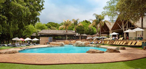 Poolside at Pica Pau in Magalies Park | Hartbeespoort