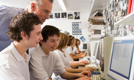Children in front of Computer
