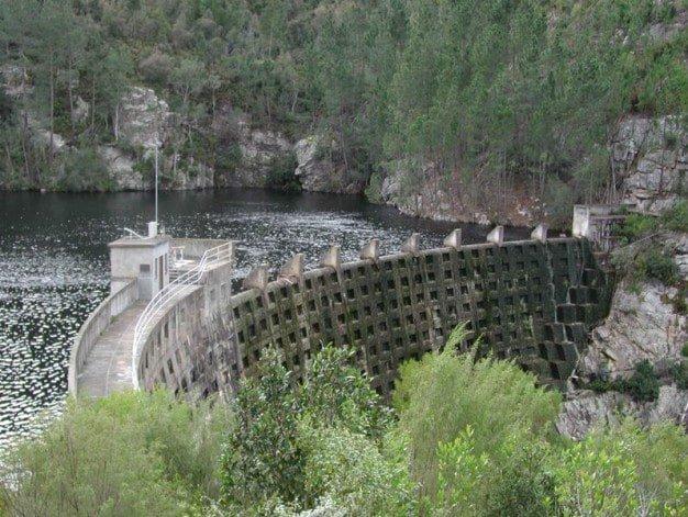 Dam, Ernest Robertson