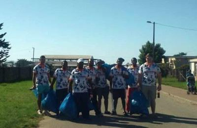 Plett Rugby Team offering a helping hand