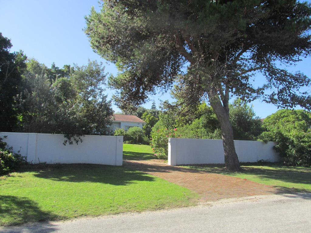 dating plettenberg bay Towns of the garden route mountains and a rich archaeological and cultural history dating back plettenberg bay - surrounded by the outenique and.