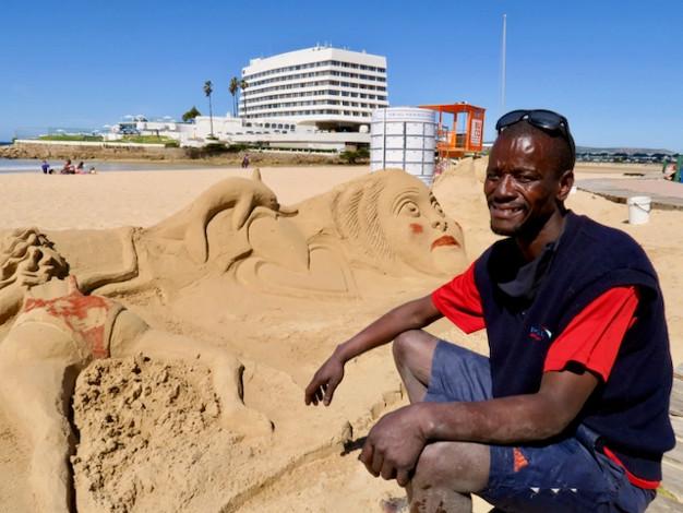 sand artist on Plettenberg Bay's main beach