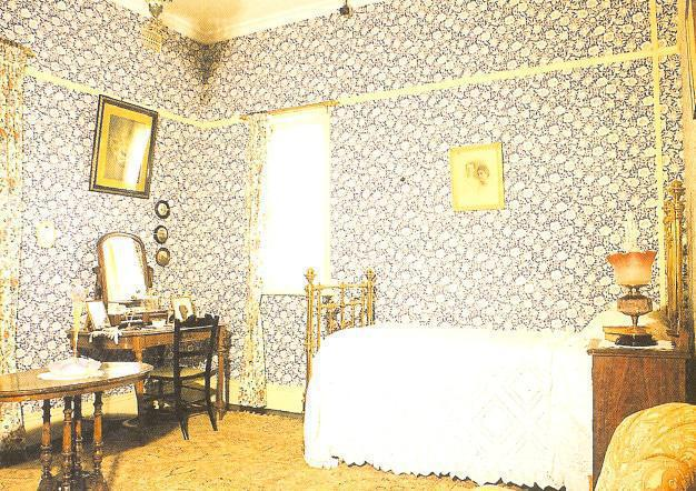 Postcard image of one of the antique bedrooms at the Melrose House Museum