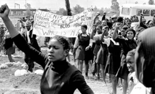 Students marching. Image: www.justcurious.co.za