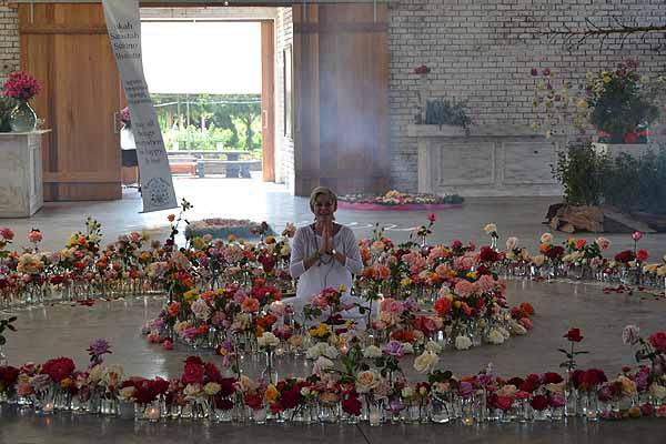 Ludwigs Spring Rose Festival Oct 2015 - Inside The Rose Barn 1