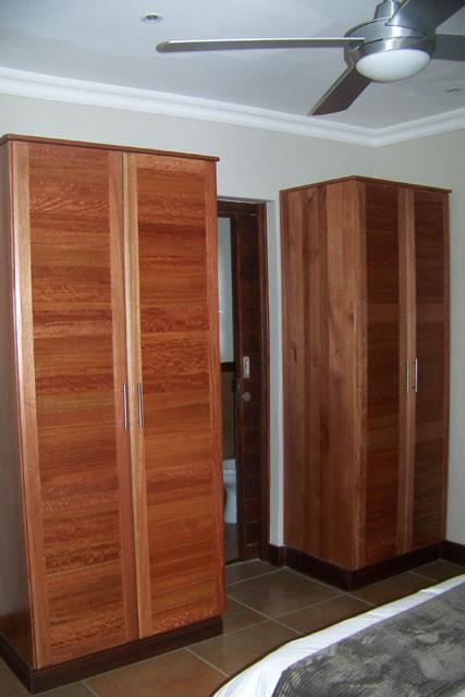 Kitchen cabinets built in wardrobes bathroom vanities for Bathroom cabinets jhb
