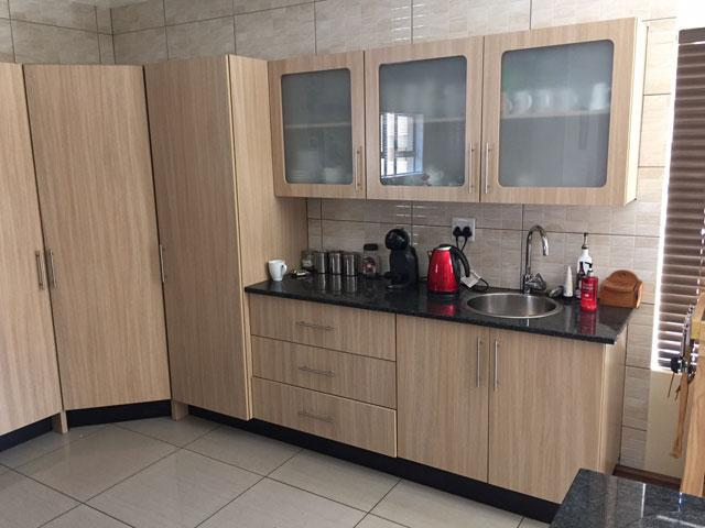 Kitchen cabinets built in wardrobes bathroom vanities for Kitchens pretoria