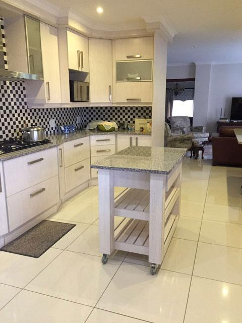 Kitchen cabinets built in wardrobes bathroom vanities for Kitchen cabinets randburg
