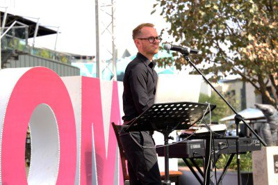 Mother's Day at Menlyn Maine. Alan Hayward on keyboards provides smooth tunes